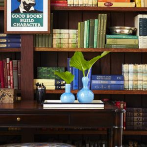 Graystone-Inn-book-shelf.jpg