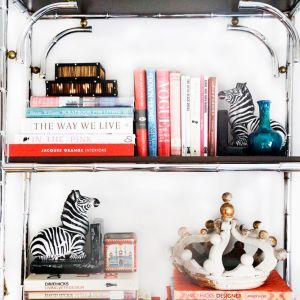 NewYork-Apartmemt-Bookshelf.jpg